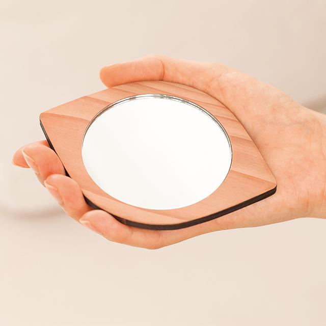葉っぱの手鏡