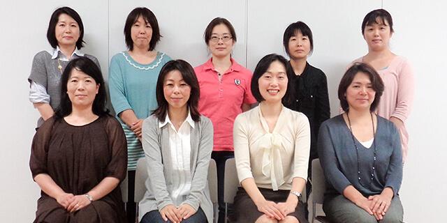 開発に協力した パルシステム東京「SMILEママの石けんハミガキ隊」のみなさん
